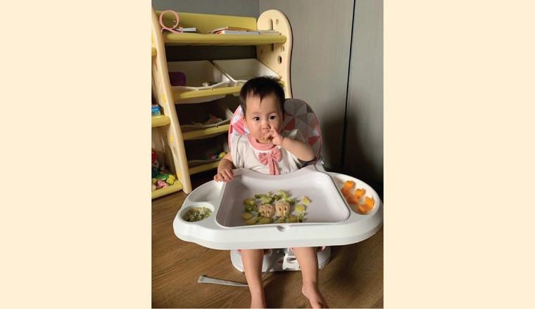 Một bữa ăn chính của bé